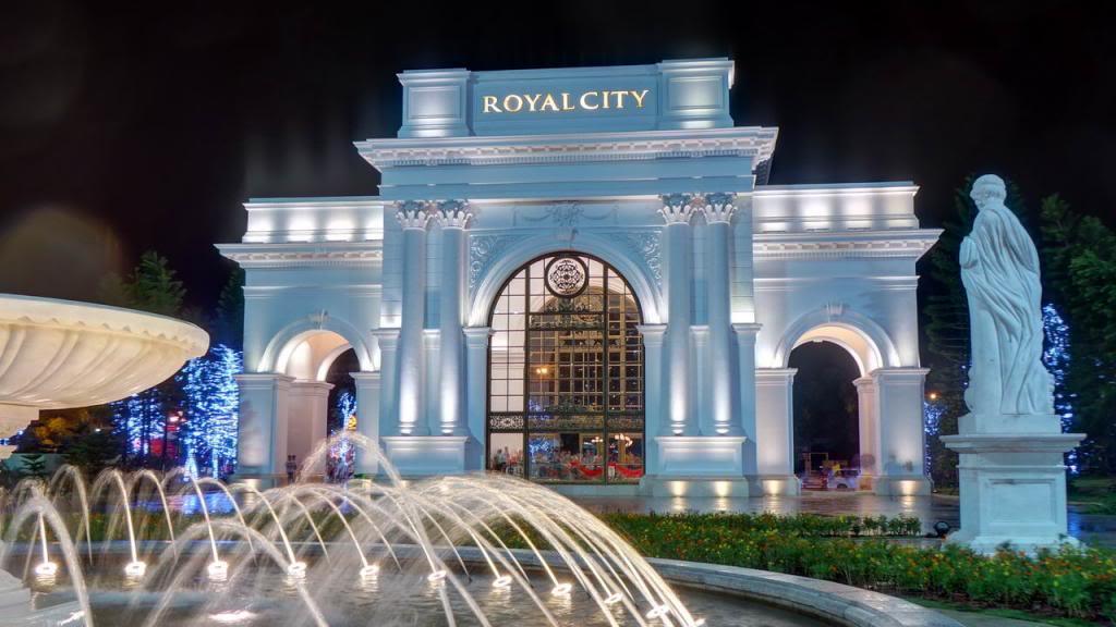 Cổng vào Royal City