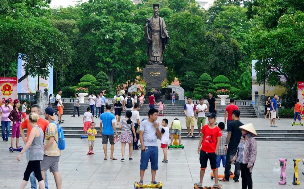 Một số hình ảnh chụp tại Phố Đi Bộ - Hồ Gươm: