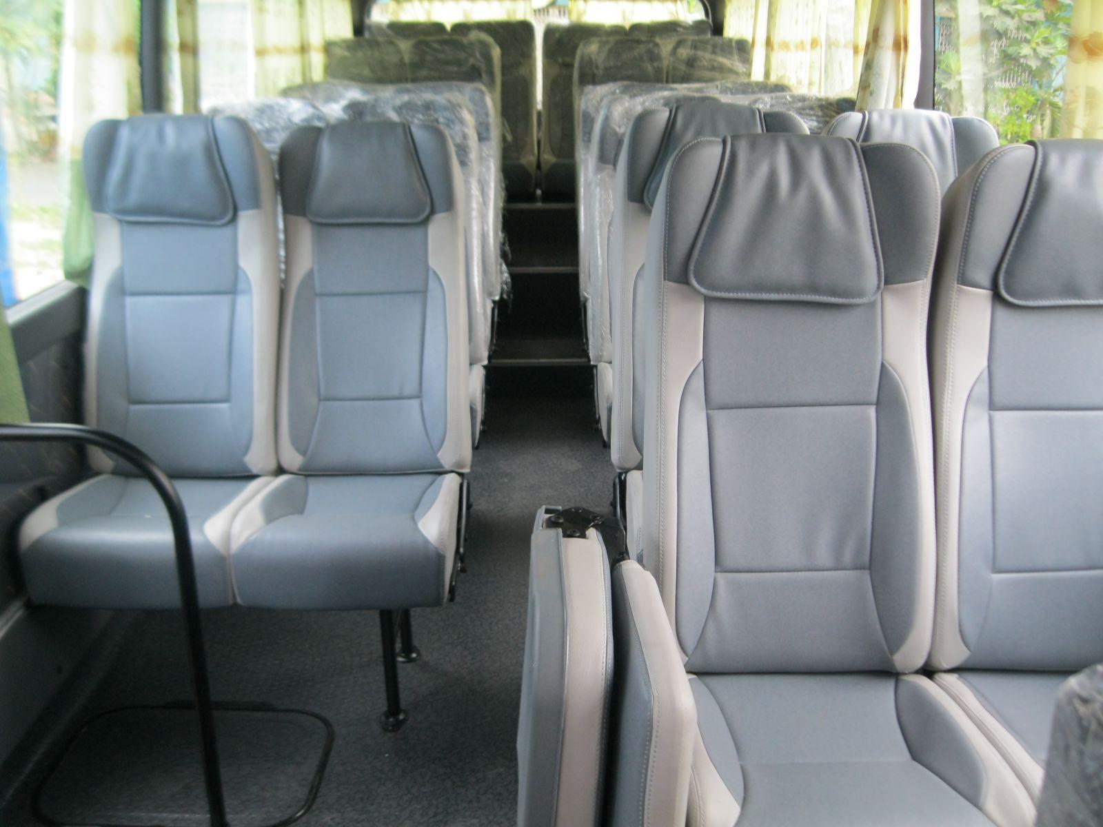 ghế ngả bằng simili và vải nỉ cao cấp của xe hyundai county 29 chỗ